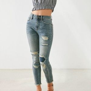 BDG   Twig High Rise Cropped patched jeans.